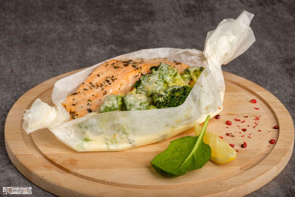 Филе лосося с брокколи запеченное в сливочно-сырном соусе  200гр 0