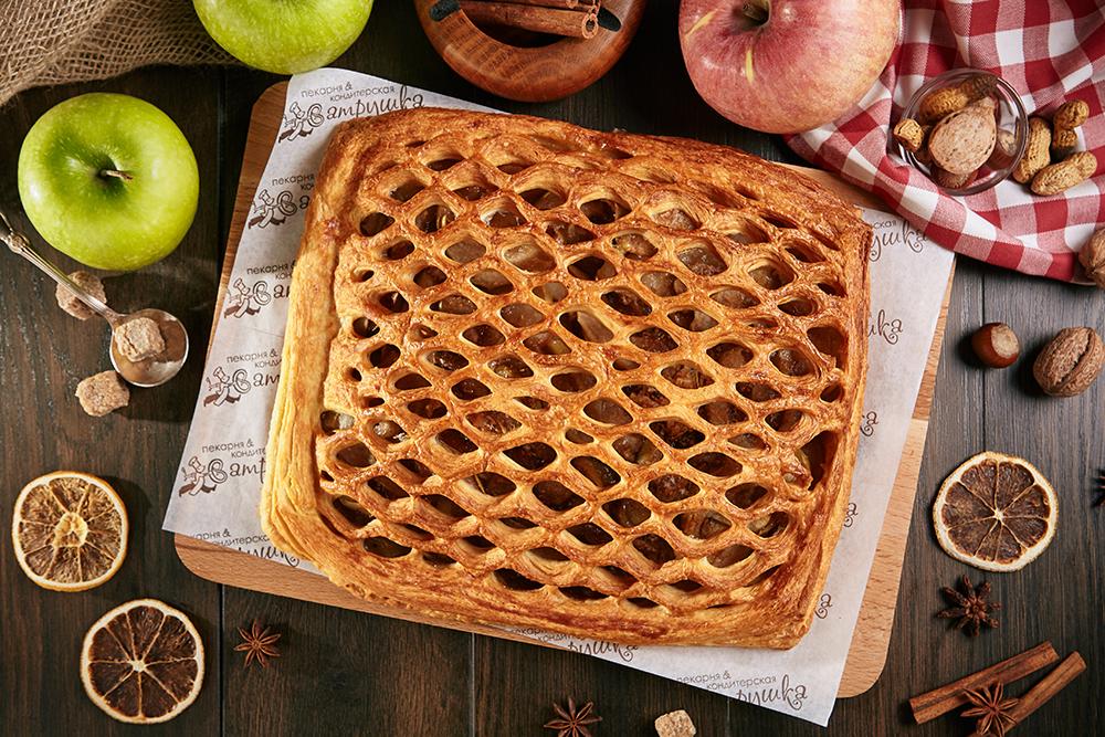 Пирог с яблоком и корицей 1