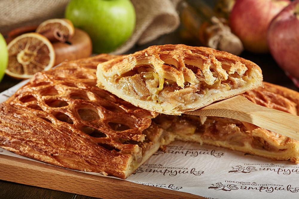 Пирог с яблоком и корицей 0