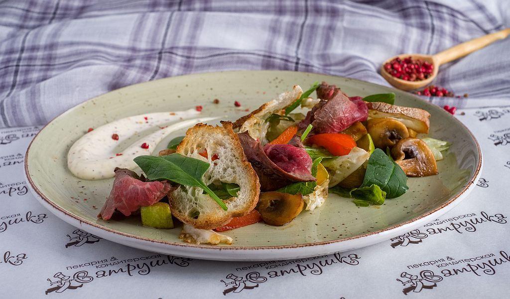 Салат с ростбифом, шампиньонами и печеными овощами 200гр 0