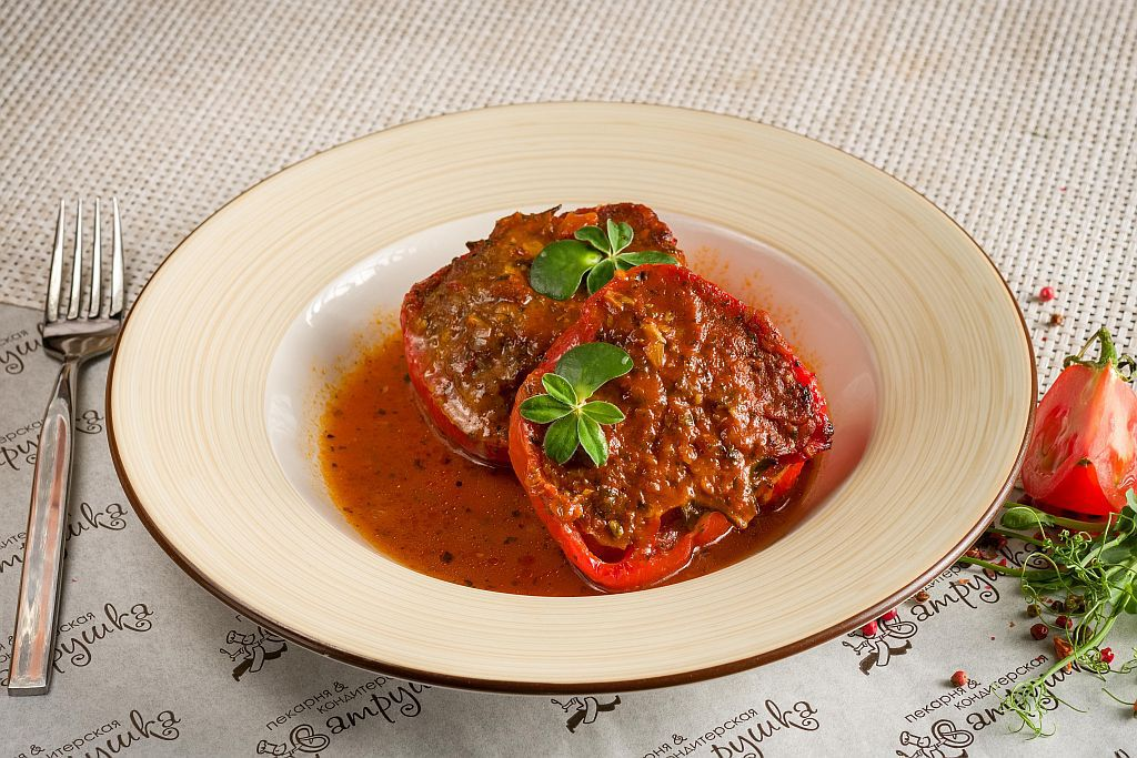 Перец фаршированный  мясом в томатном соусе 250гр 0