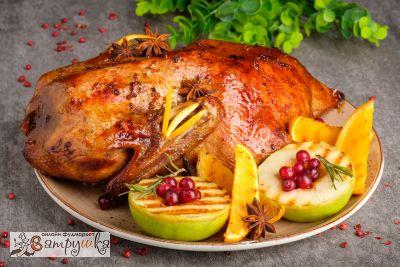 Утка праздничная с яблоками и апельсинами (средний вес блюда1500гр)