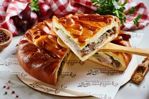Пирог с говядиной, свининой, картофелем и грибами