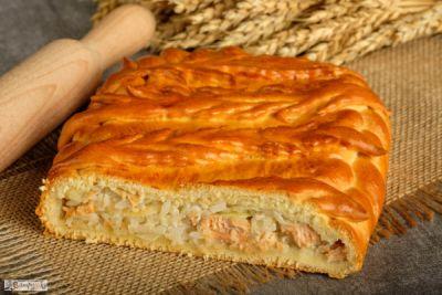 Пирог с форелью речной и рисом