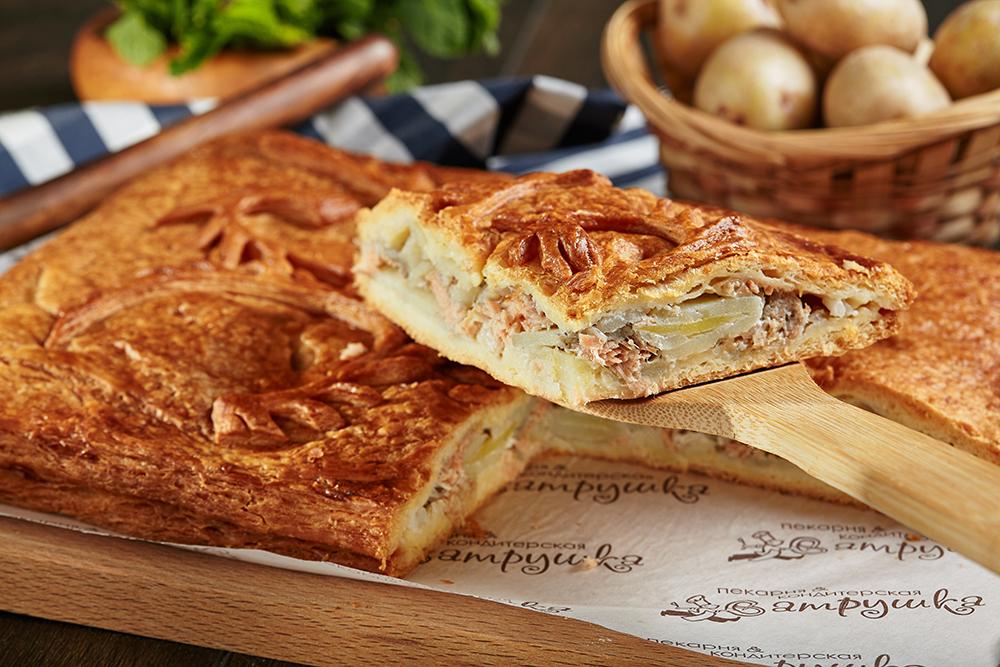 Пирог с филе горбуши и картофелем