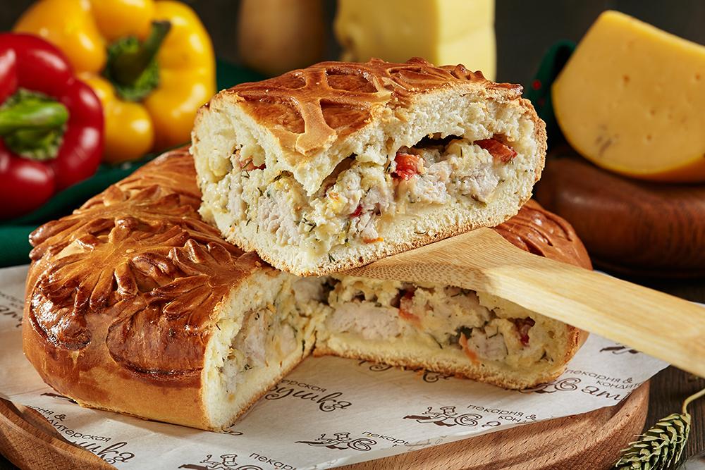 Пирог с индейкой, сыром и перцем