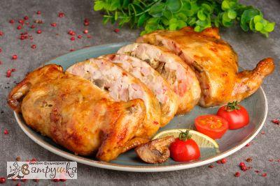 Цыпленок, фаршированный ветчиной, сыром и грибами (средний вес блюда1300гр)